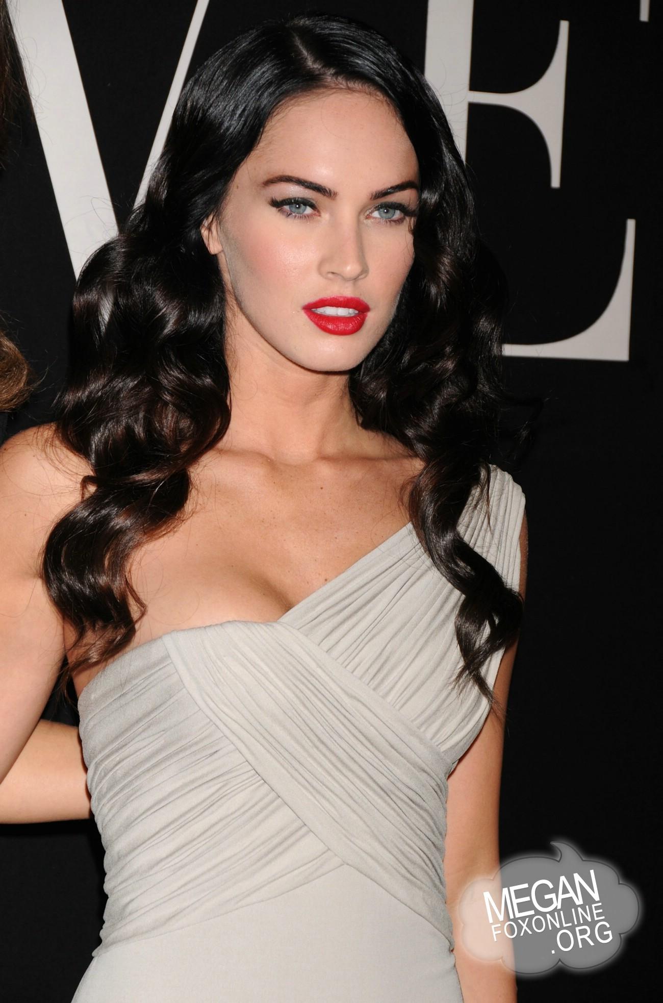 Megan Fox Daily Photo Gallery | Megan-Fox.com: Click image to close ...