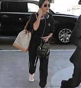 Arrives_at_LAX2C_Los_Angeles_-_June_600002.JPG