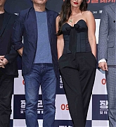 Megan_Fox_-_At_a_press_conference_for__Battle_Of_Jangsari__in_Seoul2C_South_Korea_-_August_214.jpg