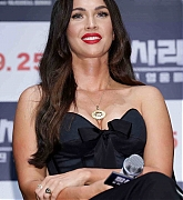 Megan_Fox_-_At_a_press_conference_for__Battle_Of_Jangsari__in_Seoul2C_South_Korea_-_August_216.jpg