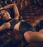 Megan_Fox_-_Frederick_s_of_Hollywood_Lingerie_Fall_Photoshoot_2017-04.jpg