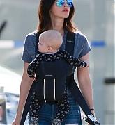 Megan_Fox_-_Leave_shops_for_cosmetics_Malibu2C_CA_on_Feb_13-01.jpg