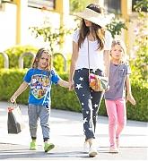 Megan_Fox_-_Leaving_Sugarfish_restaurant_in_Los_Angeles2C_CA_28July_72C_201929-02.jpg