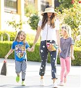 Megan_Fox_-_Leaving_Sugarfish_restaurant_in_Los_Angeles2C_CA_28July_72C_201929-05.jpg
