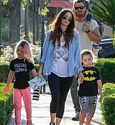 Megan_Fox_-_Out_In_Calabasas_with_her_kids2C_04262019-02.jpg