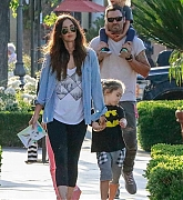 Megan_Fox_-_Out_In_Calabasas_with_her_kids2C_04262019-03.jpg