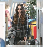 Megan_Fox_-_flys_out_of_Toronto_after_finishing_filming_Big_Gold_Brick_05312019-01.jpg