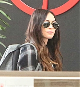 Megan_Fox_-_flys_out_of_Toronto_after_finishing_filming_Big_Gold_Brick_05312019-02.jpg