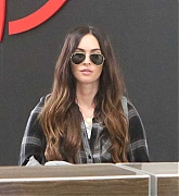 Megan_Fox_-_flys_out_of_Toronto_after_finishing_filming_Big_Gold_Brick_05312019-03.jpg