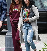 Megan_Fox_-_shopping_with_friends_in_Calabasas2C_04272019-03.jpg