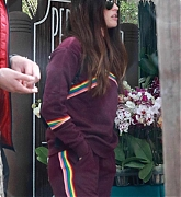 Megan_Fox_-_shopping_with_friends_in_Calabasas2C_04272019-06.jpg