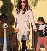 Megan_Fox_and_Brian_Austin_Green_-_take_their_kids_to_Color_Me_Mine_in_Los_Angeles_02172019-02.jpg