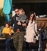 Megan_Fox_and_Brian_Austin_Green_-_take_their_kids_to_Color_Me_Mine_in_Los_Angeles_02172019-03.jpg
