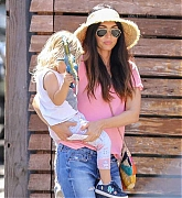 Spends_Mother_s_Day_with_her_kids_in_Calabasas2C_0512-03.jpg